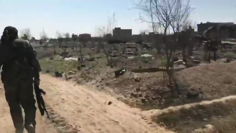 Западные журналисты посетили безопасную часть лагеря боевиков Исламского Государства запрещено в России в районе н.п Багуз Фук