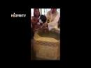 Una niña le dice p*** a un sacerdote durante su bautizo
