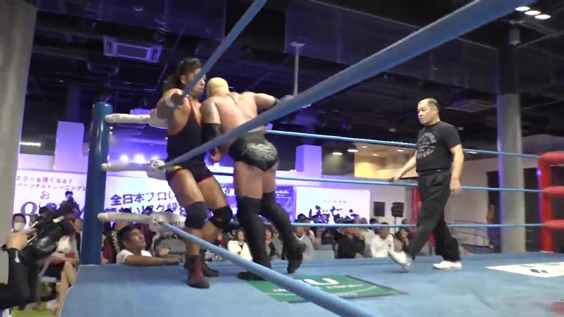 The Bodyguard vs. Shingo Takagi (AJPW - Champion Carnival 2018 - Day 6)