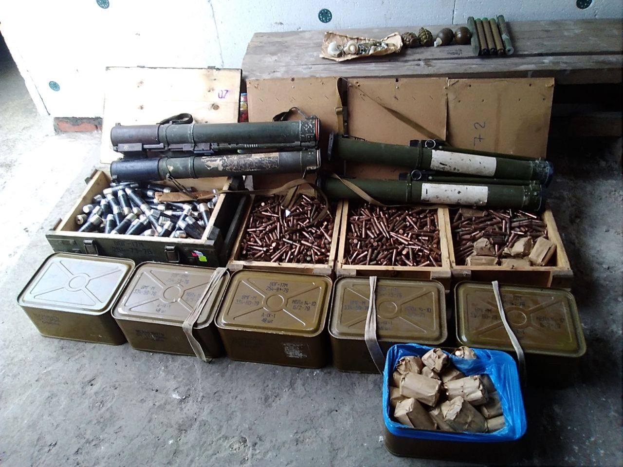 СБУ нашли 4 тайника с боеприпасами и оружием на Донбассе