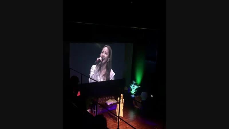 Ещё на фан-митинге МинЕн исполнила песню певицы Younha