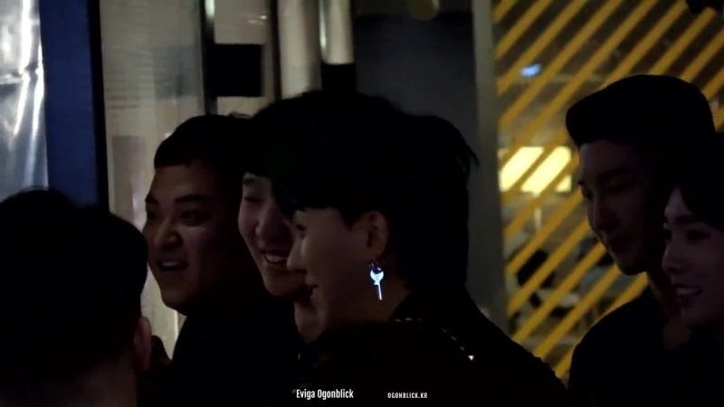Look at this bub play with TEAMWINNER and how they tolerate his extraness MINO WINNER - -
