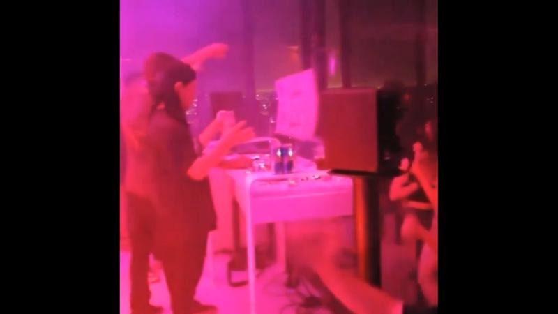 Skrillex на вечеринке у Notch