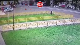 Сбил на полной скорости. В Башкирии школьница погибла под колёсами грузовика - Видео - L!fe