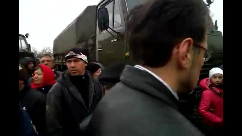 Часть 7 В городе Ровеньки, Луганской обл было задержано 3 Камаза с военными и оружием 13 04 2014