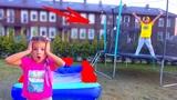 Как ПЛОХО Быть МАЛЕНЬКОЙ! Камиль НЕ РАЗРЕШАЕТ Прыгать на Батуте! Для Детей kids children