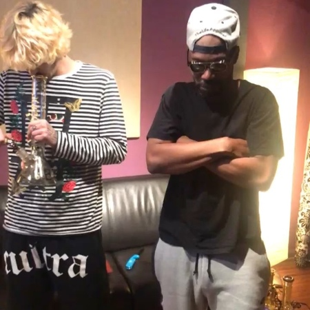 Henry AZ n Juicy J fuckin around (Btw to all my fans and followers who supported X, I love u guys and I'm so sorry )