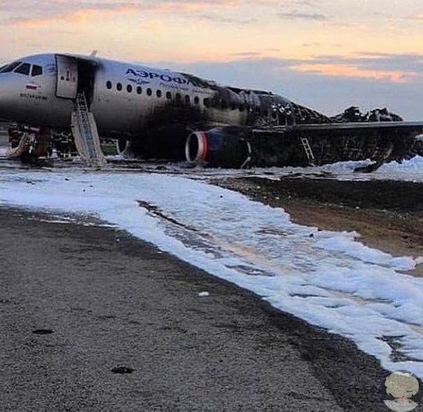 При аварийной посадке в «Шереметьево» загорелся самолет SSJ-100 авиакомпании «Аэрофлот», вылетевший в Мурманск, передает ТАСС со ссылкой на экстренные службы