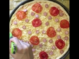 Пицца с сосисками (ингредиенты указаны в описании видео)
