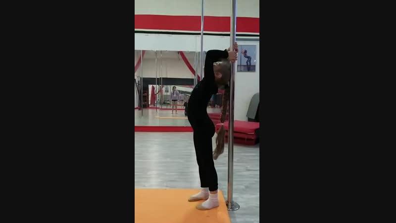 Растяжка и детская акробатика