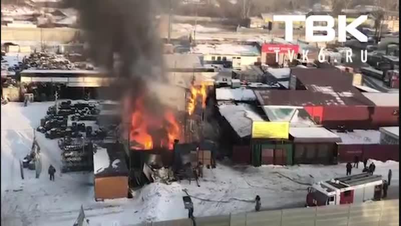 В Красноярске сгорела кузнечная мастерская Из огня успели достать газовые баллон