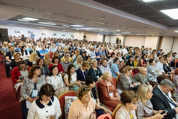 В Бизнес - центре 'ГРИНН' благодаря трансформирующимся конференц - зал
