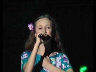 София Белова - Яблони в цвету