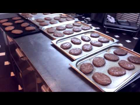 Жарка котлет для бургеров в пароконвектомате режим жар 100%