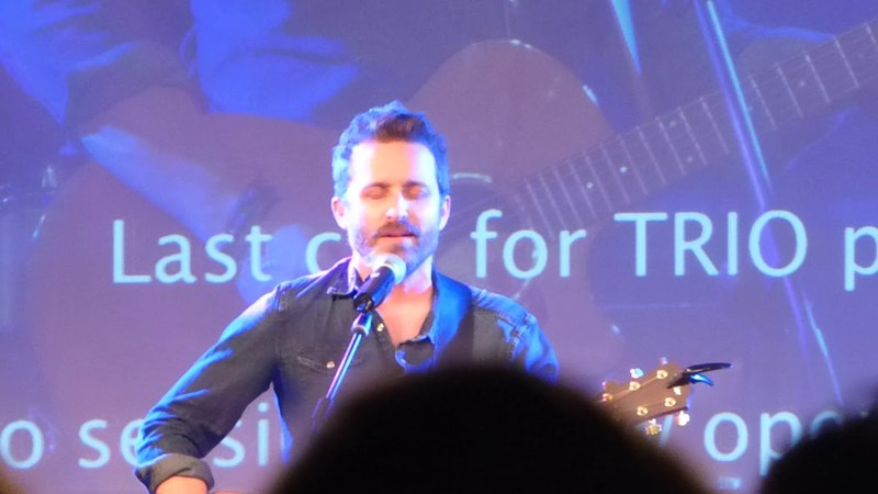 JIB9 Rob singing Fare Thee Well during his panel Saturday