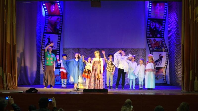 выступление на сцене ДК Киндяковка на конкурсе чтецов Живая рифма!