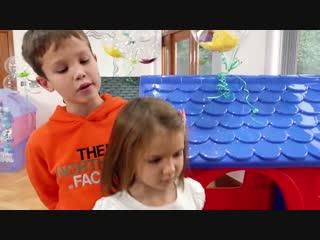 Мисс Кэти и Мистер Макс играют с детскими домиками. Детские Игры для 2019 года