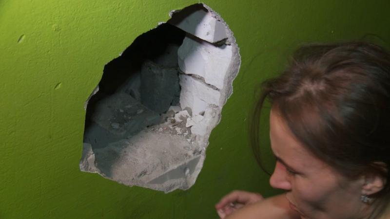 Из плена вентиляционной шахты кошку спасли волонтеры и коммунальщики