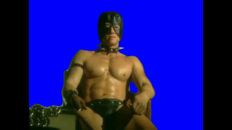 Gachimuchi Van Darkholm is sitting in a chair on a blue screen Ван Даркхолм сидит на кресле на синем экране