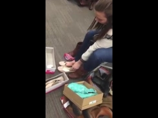 Mom taking off boots and socks at shoe store сексуальные девочки ноги фетиш