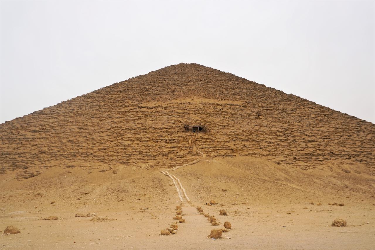 Что находится внутри Розовой пирамиды