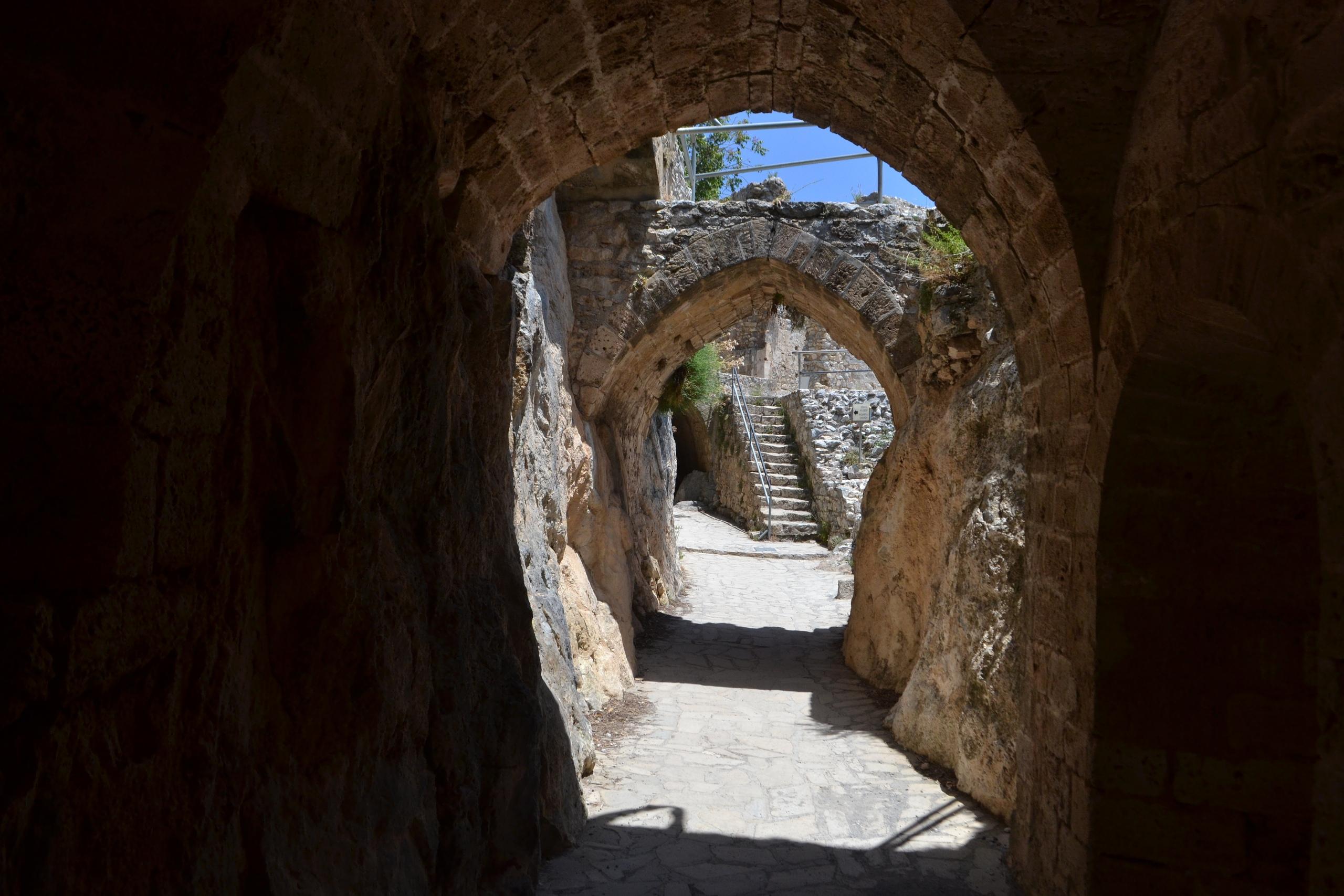 Северный Кипр. Замок Святого Иллариона. (фото). 6omvIXaxXIE