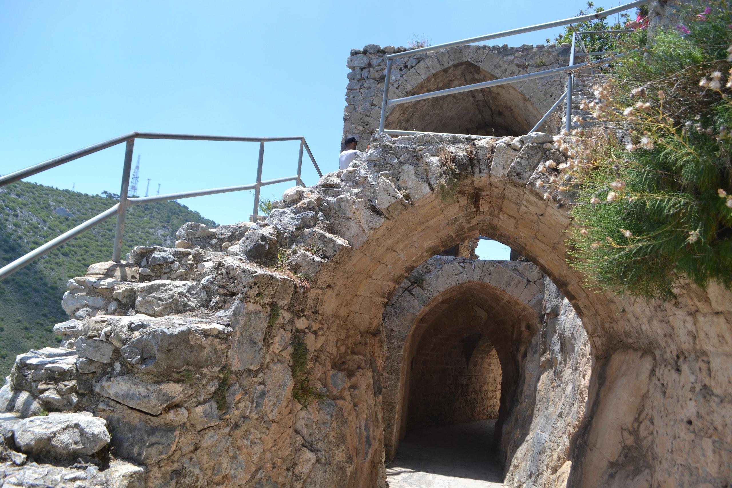 Северный Кипр. Замок Святого Иллариона. (фото). AowIExUB25g