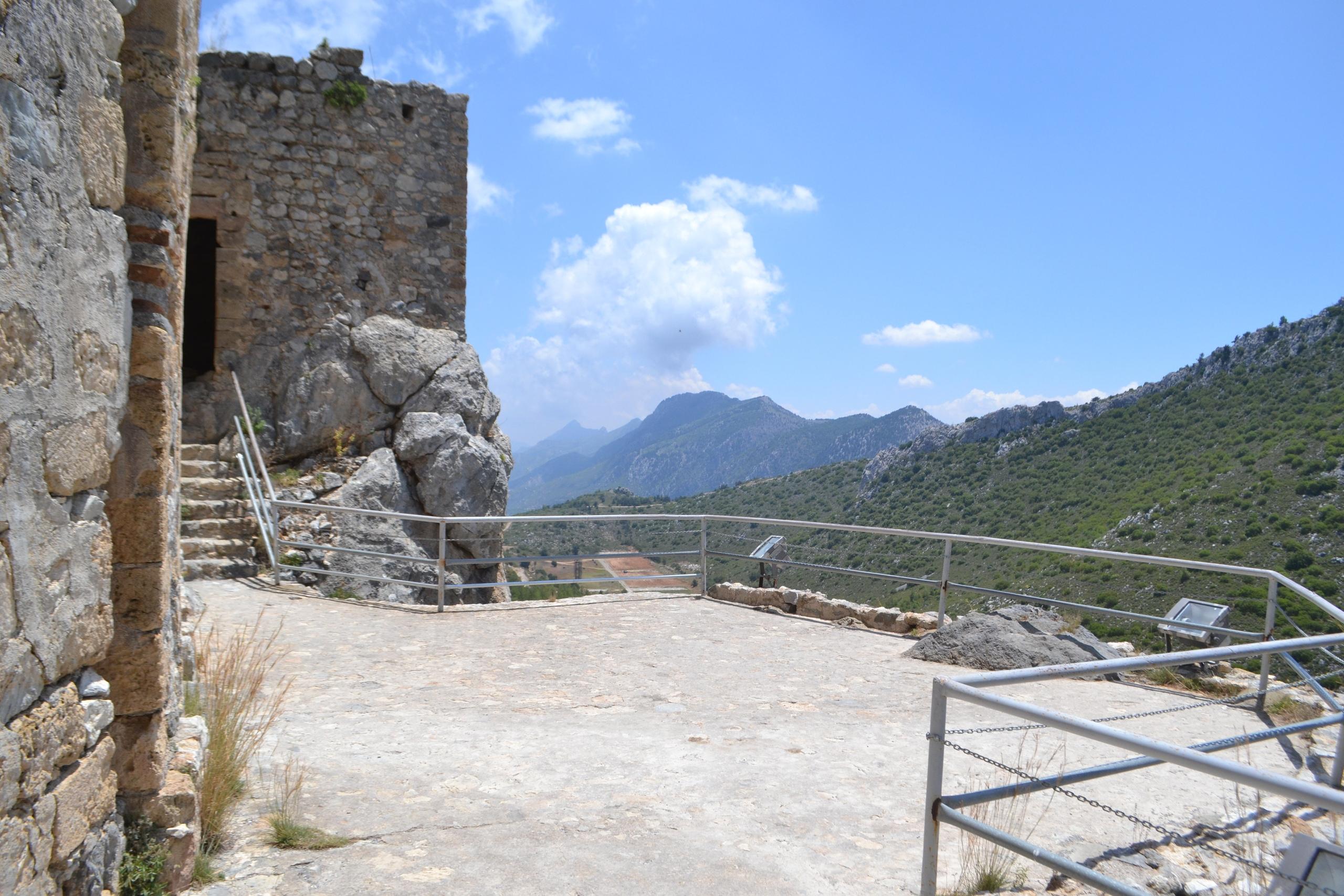Северный Кипр. Замок Святого Иллариона. (фото). S8zkkz93MFw