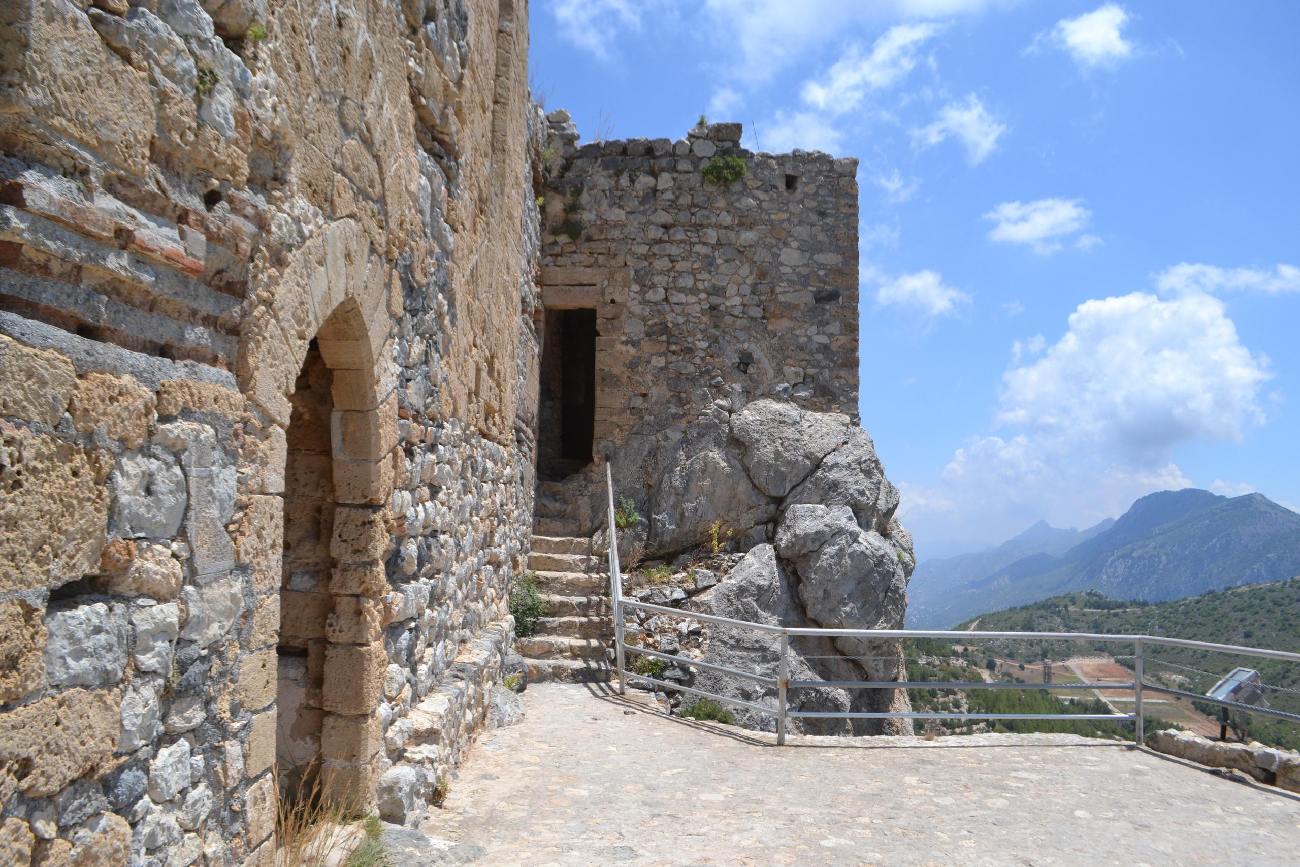 Северный Кипр. Замок Святого Иллариона. (фото). AvsOaF5qY38