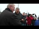 Награждение водителя Сергея Степанова знаком Почетный работник транспорта России