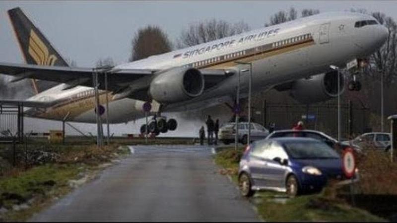 10 Pendaratan Paling Berbahaya di Dunia Gagal Landing