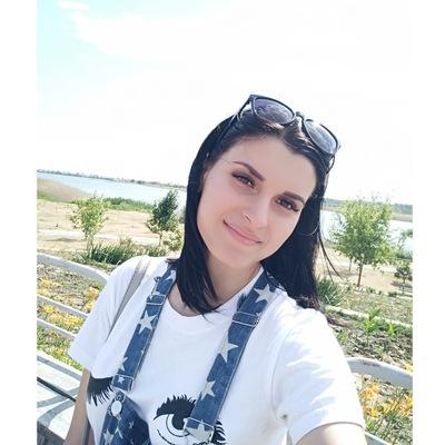 Настя Тенякова