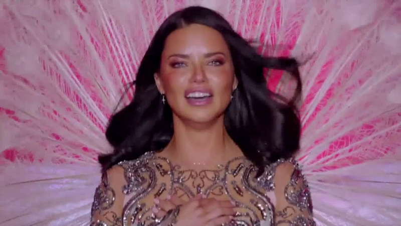 TRIBUTE: Adriana Lima walks her last Victoria's Secret Show 2018 (LEGENDADO EM PORTUGUÊS)