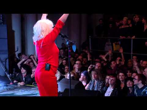Blondie Plays 9-Minute Version Of Heart Of Glass At NME Awards 2014
