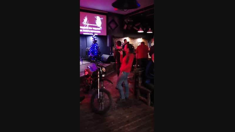 Репетиция новогоднего караоке-батла.