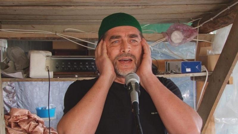Певец Асан Билялов совмещает сцену с обязанностями муэдзина