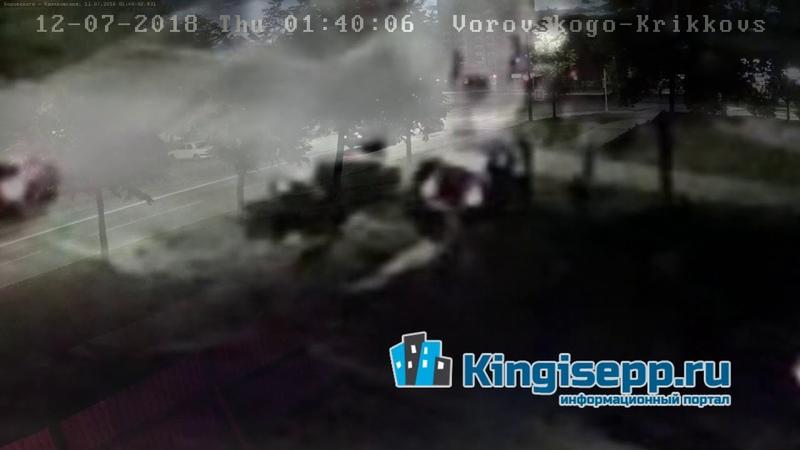 ЧУДОВИЩНОЕ ДТП в Кингисеппе: машины столкнулись лоб в лоб. Видео с веб-камеры KINGISEPP.RU