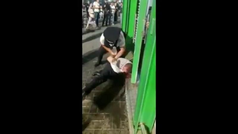 Задержание с избиением в Домодедово - На месте происшествия остались кровавые следы, растерянная мать, недоуменно вопрощающая пр