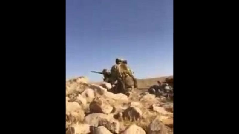 Русские воюют в Сирии, а он их снимает