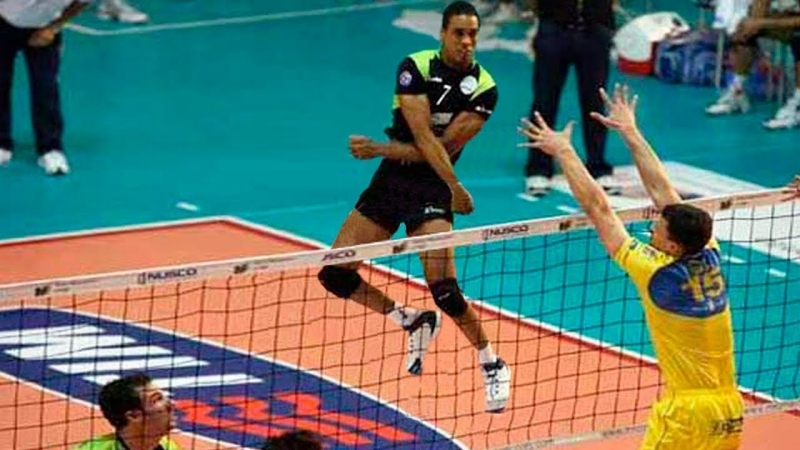 Volleyball players not gravitational force. Crazy jumps.