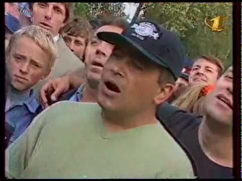 """Группа Любэ в телепередаче """"Играй, гармонь!"""" на всемирной ярмарке """"Российский фермер"""" в 1998 году."""