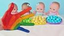 Куклы Пупсики поют песенку Finger family про пальчики и кушают конфеты. Зырики ТВ для детей.