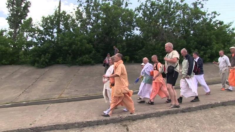 H.H. Gopal Krishna Goswami. Nizhny Novgorod 21.06.2012. Japa walk