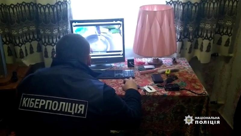 Кіберполіція затримала чоловіка, що ґвалтував двох неповнолітніх доньок