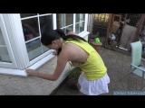 Сосед извращенец каждую ночь кончает мамки на подоконник