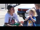 Justin Bieber гуляет в LA