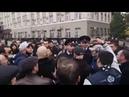 Полиция пытается разогнать митинг во Владикавказе где сотни людей собрались у Дома правительства и