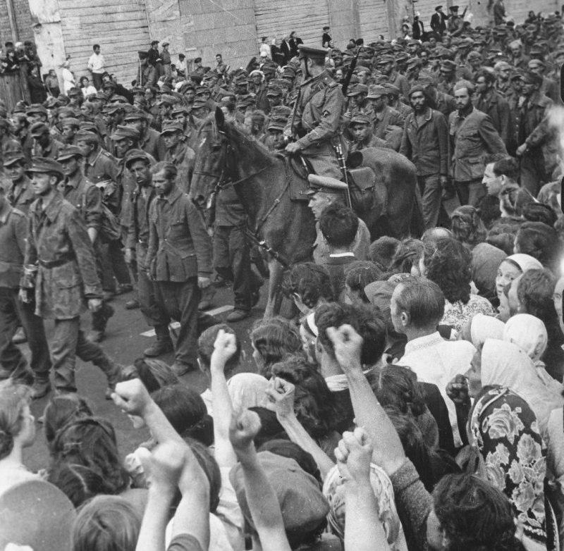 Марш пленных немцев по Москве 17 июля 1944 года.