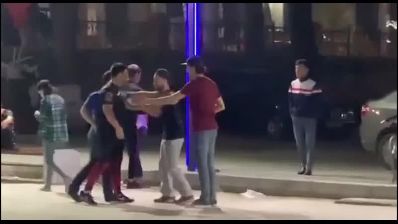 Яжемать Узбекистан Скейт парк 2 макаки петухи и подростки