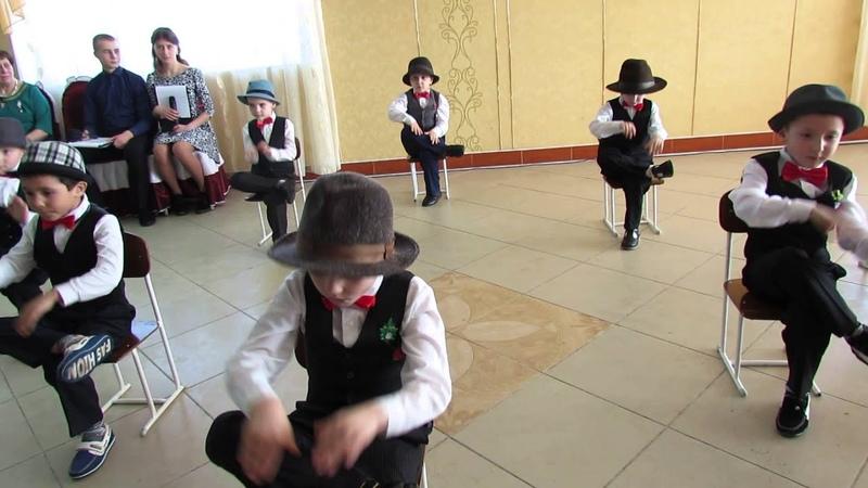 """Dansul băieților de la grădinița """"Andrieș"""" (Puhăceni)"""